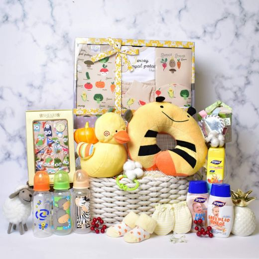 Lots of Love Deluxe Baby Hamper